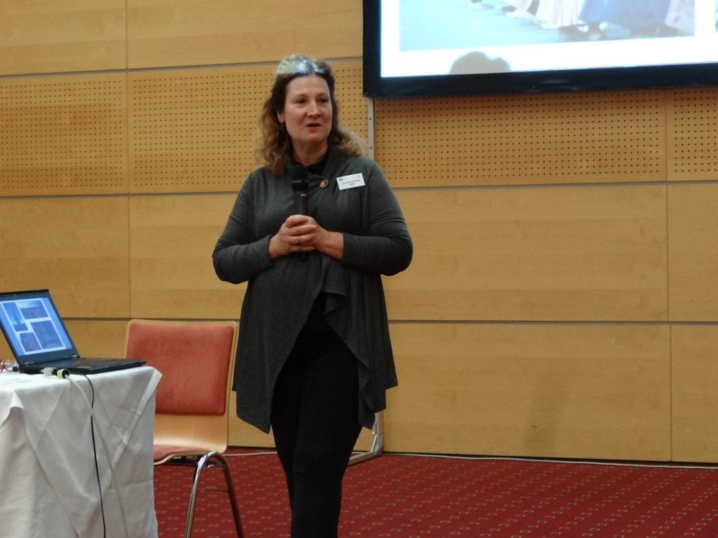 La ponente Lynnette Burgess, durante su presentación 'Visión + Aprendizaje = Esperanza'
