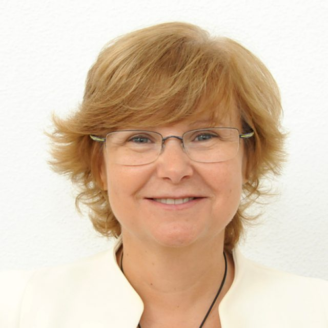 Doctora Pilar Plou: «La unidad en un colectivo profesional es esencial y SIODEC lo está consiguiendo con los optometristas»