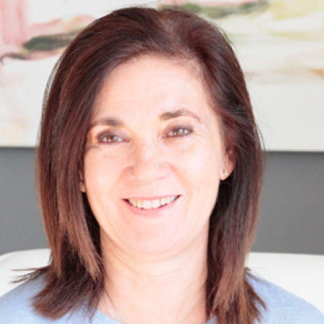 Amparo Alcocer, socio clínico de SIODEC, es nueva presidenta de la SEEBV (Sociedad Española de Especialistas en Baja Visión)