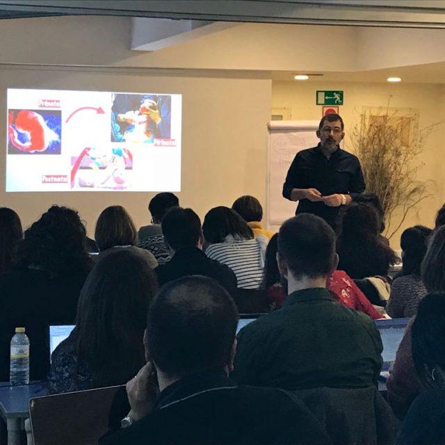Gran éxito de asistencia en el curso especializado del fisioterapeuta Iñaki Pastor sobre neurodesarrollo, que logra completar el aforo