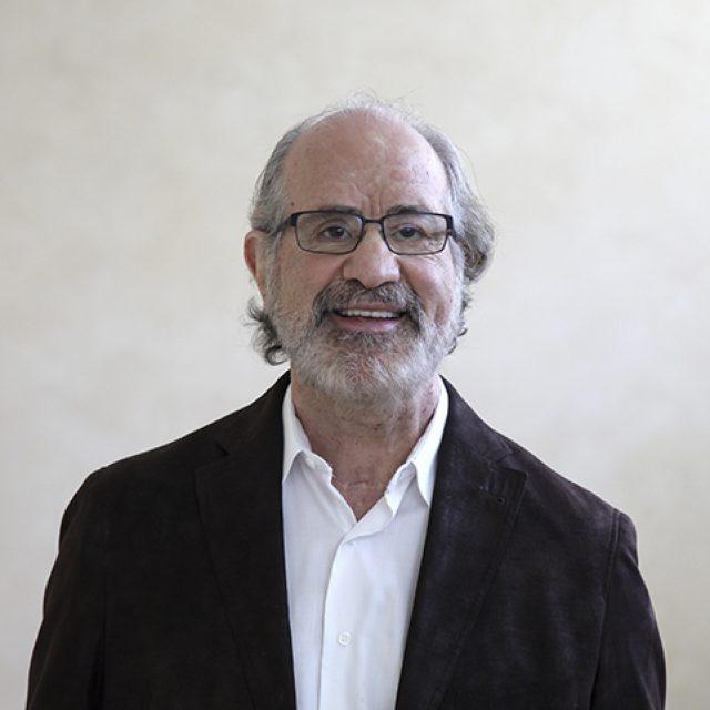 """Dr. Robert Sanet: """"Es importante que los optometristas estén al tanto de la nueva investigación publicada para que puedan estar más seguros de que el trabajo que realizan cuenta con validez científica"""""""