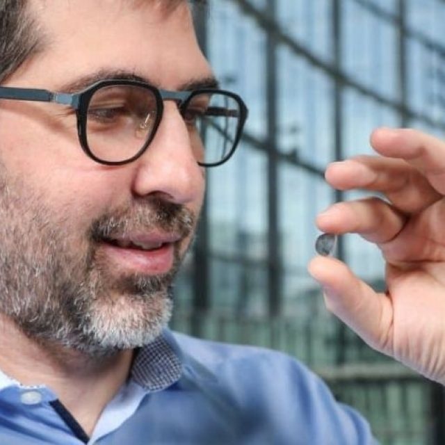 Los implantes de retina pueden brindar visión artificial a las personas ciegas